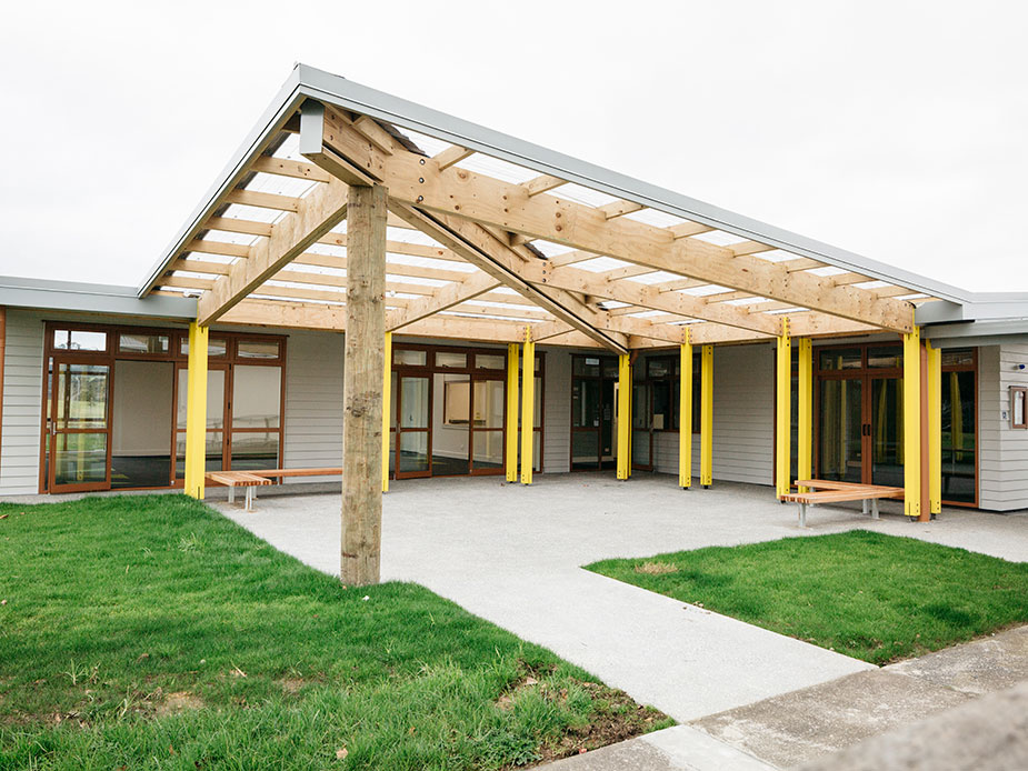 Te Pokapū ā-Hapori o Ōkahukura - Courtyard