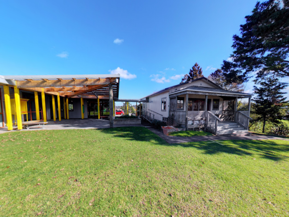 Te Pokapū ā-Hapori o Ōkahukura - External view
