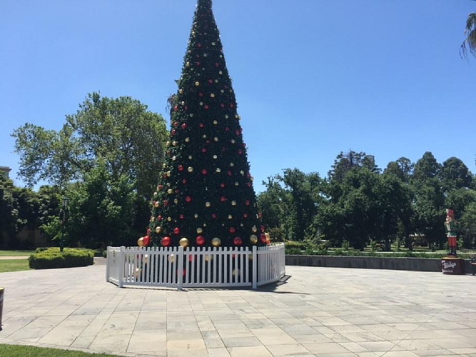 Queen Elizabeth Gardens and Piazza
