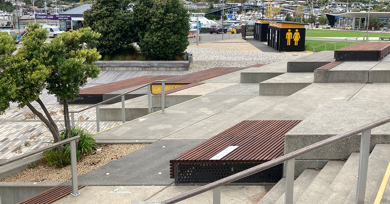 London Quay - Steps & Seating